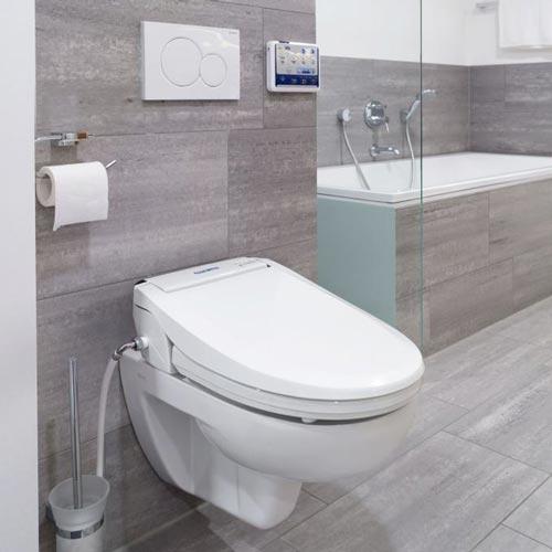 wc per disabili con doccetta di lavaggio integrata e