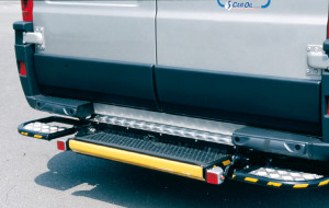 Sollevatore elettroidraulico per furgone