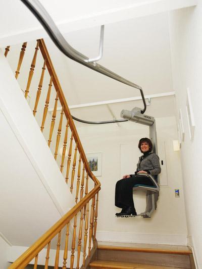 Installiamo Montascale sospeso con guide a soffitto